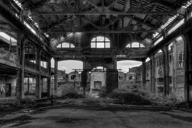 vogels, vleermuizen, marters, zwervers en urbexers hebben er vrij spel - wat overbleef van een van de bijgebouwen van het enorme kolenmijncomplex