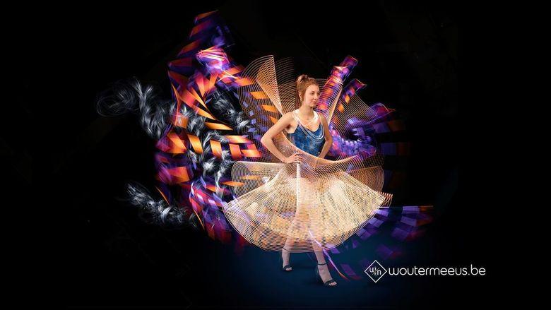 Couture Lumiére: Lightpainting Dress - Couture Lumiére is een project waarbij ik via diverse lightpainting structuren een model van kleren probeer te