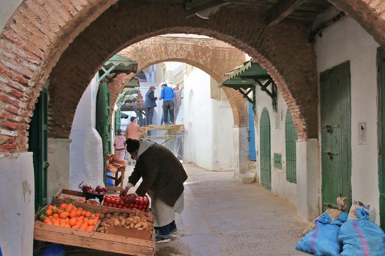 2019-Marokko (880) - Veel bedrijvigheid in deze Marokkaanse straat
