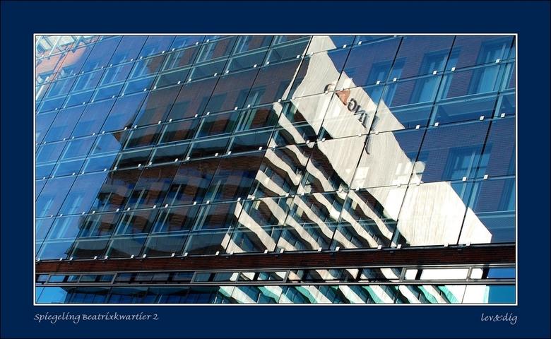 Spiegeling 2 - Spiegeling nr.2<br /> In het Beatrixkwartier Den Haag veel kantoorgebouwen met spiegelende gevels. Dit is een van de Prinsenhof gebouw
