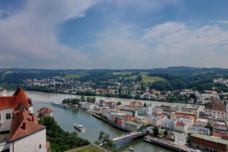 overzicht van de stad Passau. - Passau is een stad en provincie in Duitse deelstaat Beieren.<br /> De stad telt zo 62000 inwoners.<br /> Passau ligt