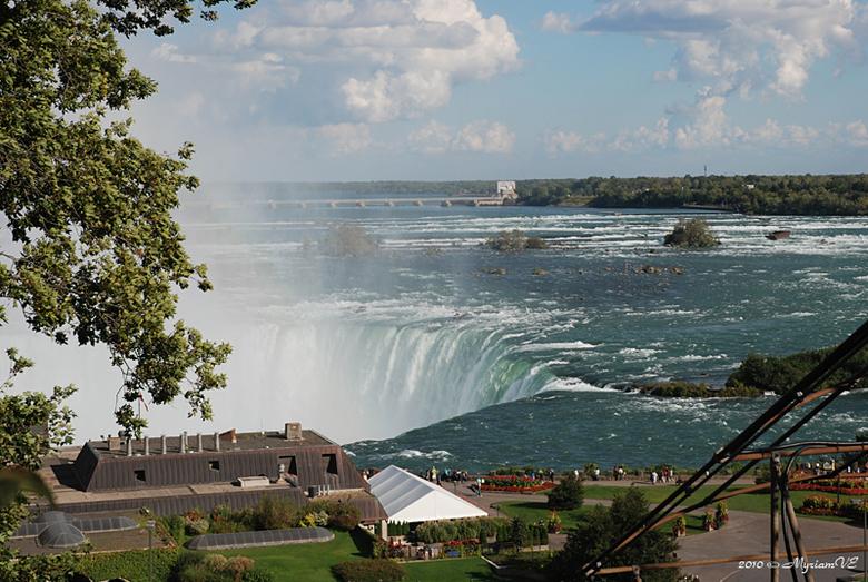 Water-over-last ? - Nog een foto van onze Canada-reis.<br /> Hier de Niagarawatervallen dichtbij.<br /> Het is een bangelijke enorme watermassa!