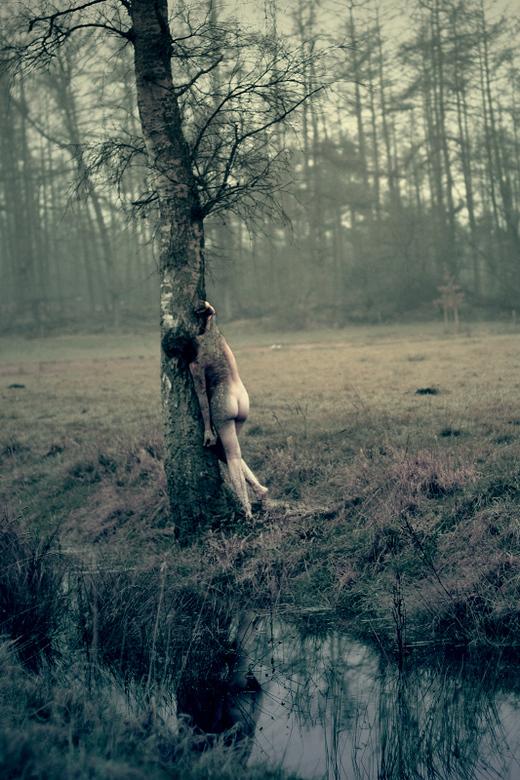 Samensmelting - Een andere foto van mijn nieuwste zelfportret serie.<br /> Denkend aan: vervreemding, geborgenheid.<br /> <br /> Being One With Nat