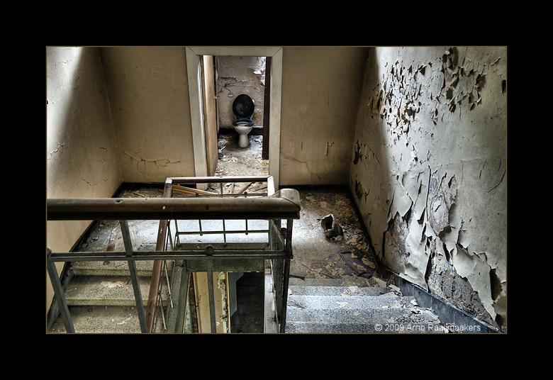 Kindertehuis28 - Begin mei met Jascha (400D) op pad geweest naar een verlaten kindertehuis ergens in België.<br /> Mijn eerste &#039;echte&#039; Urbe