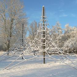 Klimtoren in de sneeuw