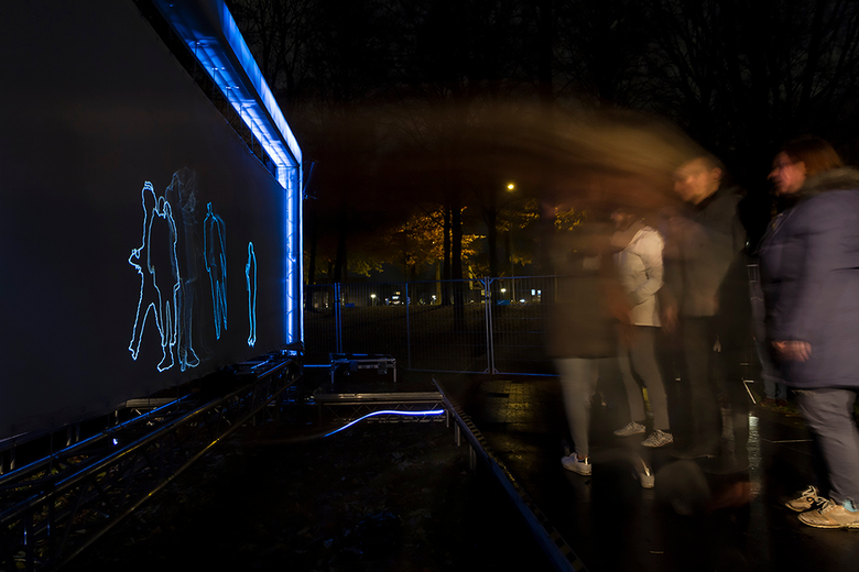 Glow Intermedia transfering data - Gisteravond was ik naar Glow Eindhoven waar ik geprobeerd heb wat leuke foto's te maken. Zoals gebruikelijk ni