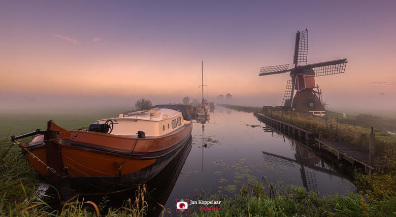 """Stille getuigen - <span style=""""font-weight:bold;"""">Stille getuigen.</span><br /> Een mooie morgen in Zuid-Holland (Nederland). De mist zorgde voor een"""