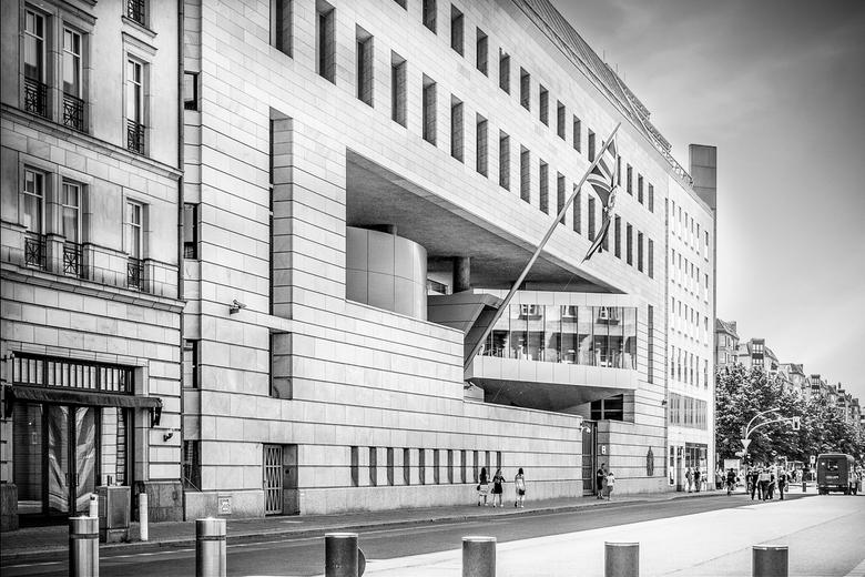 The British Embassy in Berlin - Adres: Wilhelmstraße 70/71, 10117 Berlin, Duitsland<br /> Ambassadeur: Sebastian Wood<br /> Architect: Michael Wilfo