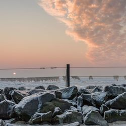 Ijskoude zonsopkomst bij het strandje van Oudeschild