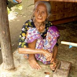 Oude vrouw op Lombok