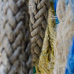 gekleurde touwen