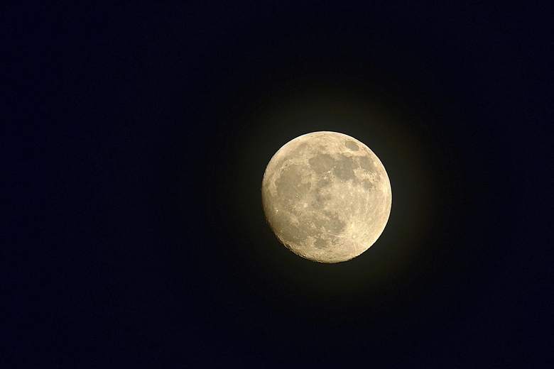 Maan boven Hulst -