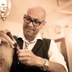 Barbier aan het werk