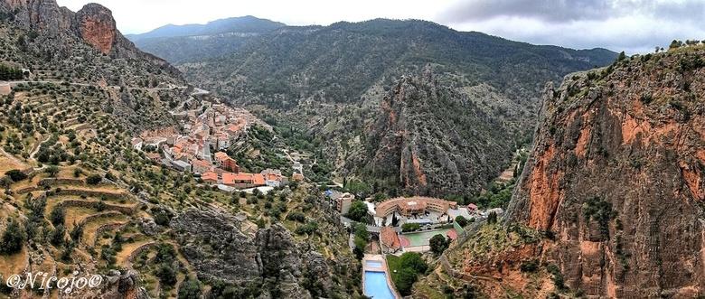 Bergdorp Ayna. - Ayna is een gemeente in de Spaanse provincie Albacete in de regio Castilië-La Mancha met een oppervlakte van 146,81 km². Het ligt die