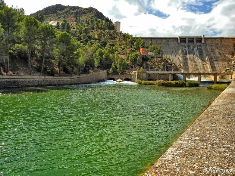 Stuwdam Del Cenajo. - Dit stuwmeer wordt gevoed door de Rio Seguro met vulvermogen van 227 hm3, thans gevuld voor 51%, totale capaciteit 437 hm3 , htt