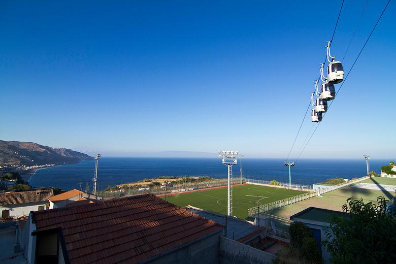 Voetbal Club Taormina - Op onze vakantie in Taormina kwamen wij dit leuke stadion(tje) tegen. Met wel een heel mooi uitzicht!