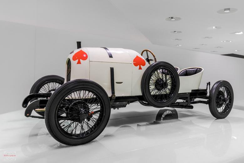 Porsche history - Een van de eerste motorsport (race) wagens, waar Porsche aan heeft mee gewerkt. Hij won direct ook prijzen.<br /> Hij staat nu in h