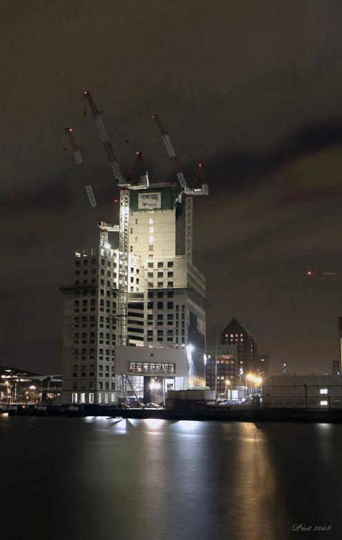 Maastoren. - Dit is weer een HDR foto van de in aanbouw zijnde Maastoren, dit heb ik van Harry gehoord anders had ik het nooit geweten.<br /> <br />