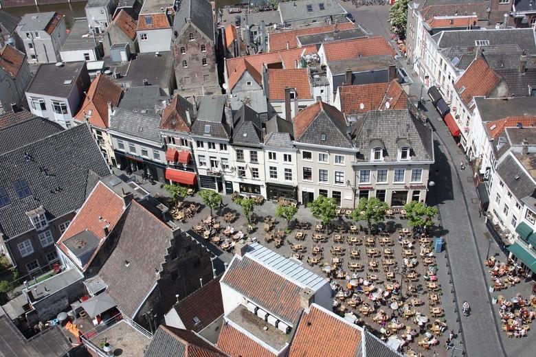 Havermarkt Breda - Havermakrt in Breda, vanaf de Grote Kerk