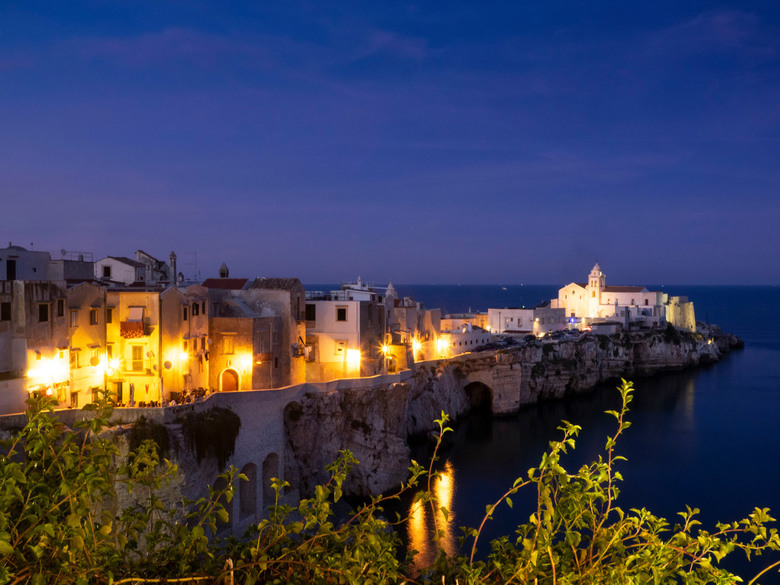 Blue hour in Vieste - Vieste tijdens Blue Hour in de Gargano streek in Puglia