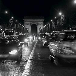 Champs Elysees bij nacht