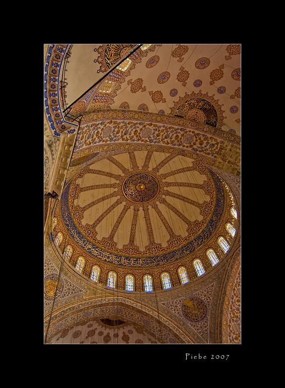 Plafond Blauwe Moskee - De blauwe moskee blijft tot de verbeelding spreken. Ook het binnen gedeelte en met name de zolder is bijzonder mooi. Hierbij e