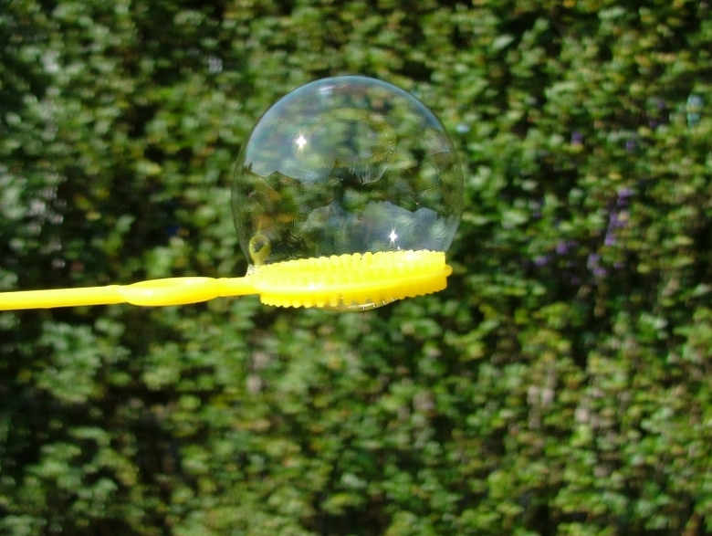 Zeepbel - Wilde eigenlijk zeepbellen op de foto krijgen, maar dat was niet goed gelukt, omdat de bellen met deze wind toch alle kanten op gaan. De bel