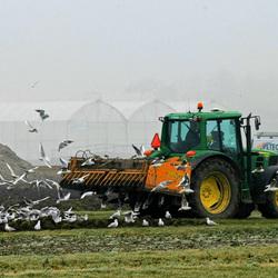 En de boer ploegde voort...