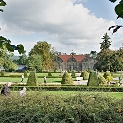 De baroktuin met de achterkant van het