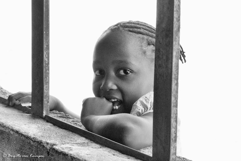 Innocence - Tijd voor even heel wat anders. Nog bijna niets verwerkt van de bijna 6.000 Afrika foto's van afgelopen zomer. Dit meisje fotografeer