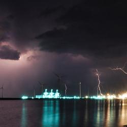 Onweer in de Eemshaven