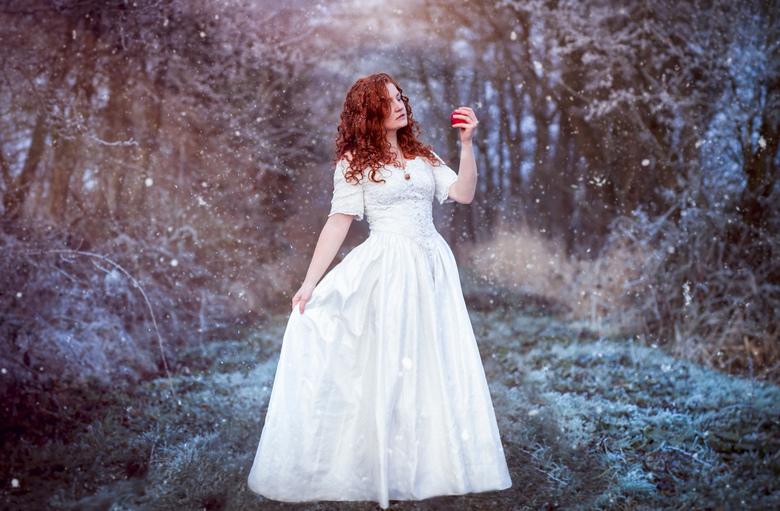 Snow White II - Model: Iris