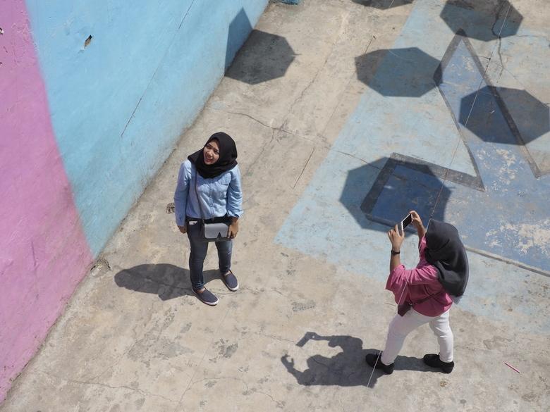 Vakantiefotograaf - Poseren in Kampung Warna Warni te Malang, Indonesië