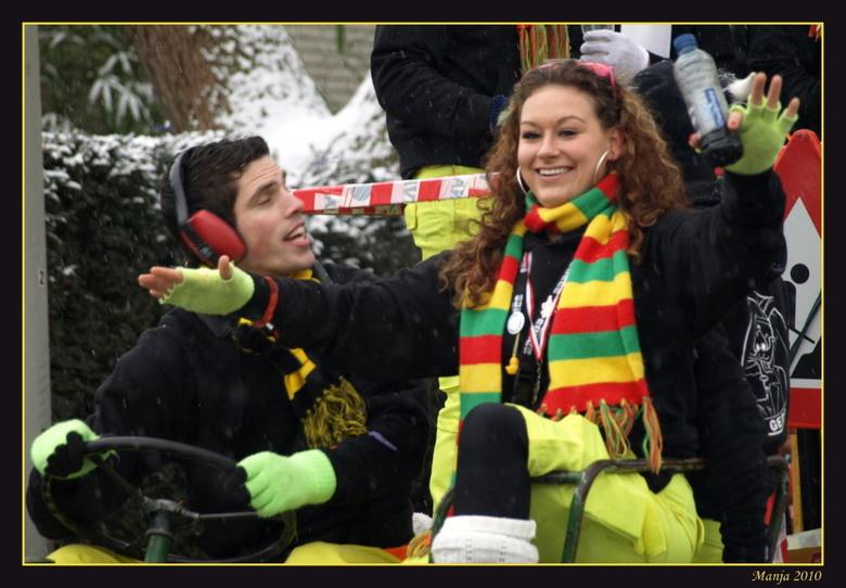 grote eendentrek 2 - Vandaag naar de carnavalsoptocht in Boxtel geweest: de grote eendentrek.<br /> En koud dat het was..........<br /> Deze dame, b