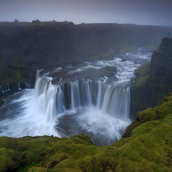 Mistige waterval, IJsland