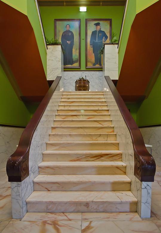 Villa Jongerius 19 - De trap vanuit de hal naar boven