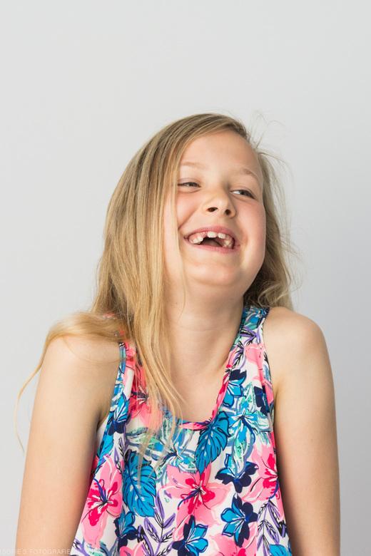 Abigail  - Voor een reportage-opdracht rond het thema blijheid fotografeerde ik kinderen op een heel sobere manier, maar met een 'echte' vor