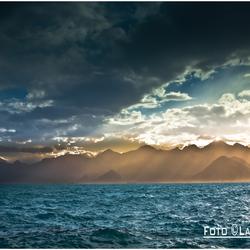 zee en wolkenhemel