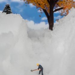 Ook kleine mannetjes moeten sneeuw scheppen