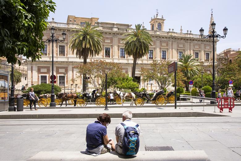 Spanje 52 - Toeristenrijtuigjes in Sevilla.