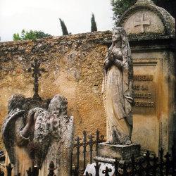 2 grafengelen en een heilige