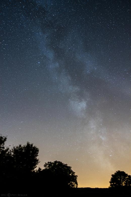 Milkyway - Melkweg vanuit zuid-Limburg.<br /> Foto is gemaakt met volgmontering 60sec belichting) van mijn telescoop (daardoor zijn de boomtoppen ook