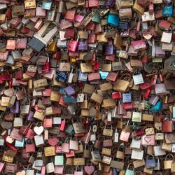 Liefdesslotjes aan de brug in Keulen
