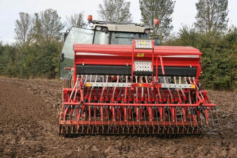 IMG_5325 Zaaimachine - Oudenbosch. Zaaimachine. Een hele baan kun je in één keer inzaaien.
