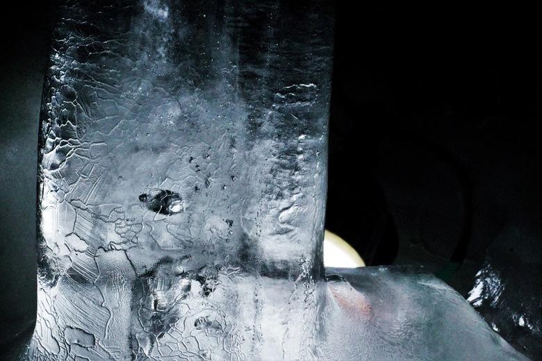 """Ice Cave - Eerste foto die ik nam in een ijs grot in Oostenrijk. Nou kan ik First-Best in plaats van Last-Best zeggen <img  src=""""/images/smileys/wilt."""