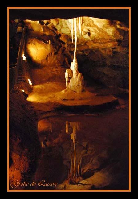 Weerspiegeling - Deze prachtige weerspiegeling is genomen door mijn mannetje in de Grotte de Lacave in de Dordogne. Hij heeft hem genomen met infraroo