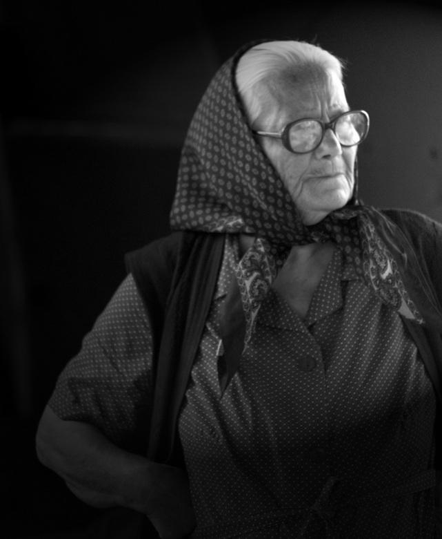 Griekse marktdame - Ik vond dit zo'n typisch Griekse oma, dat ik haar moest fotograferen. Ze stond op de markt haar waar te verkopen. Ik heb de f