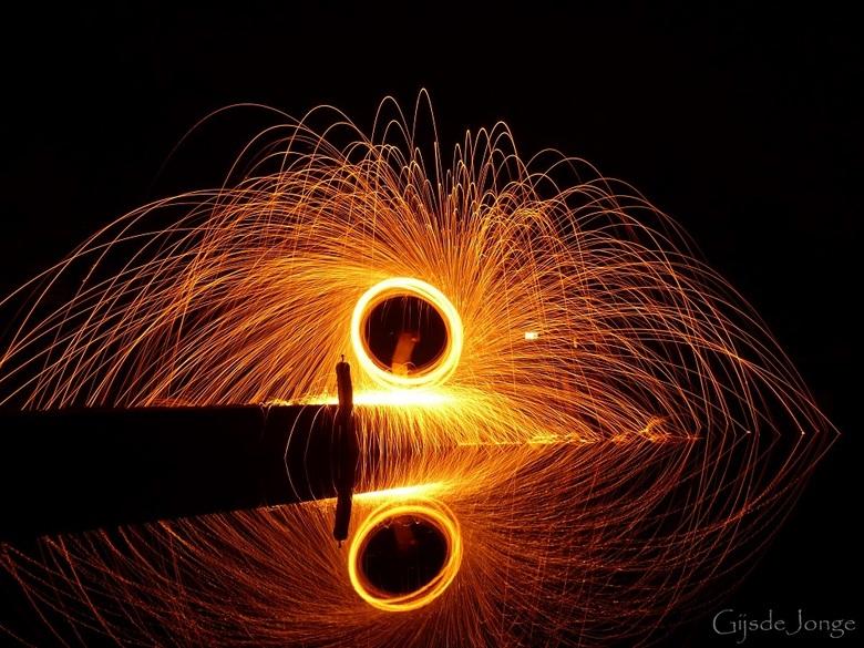 Ring of Fire - Hoi hoi Zoomers,<br /> <br /> Hier nog een onbewerkte opname van de geslaagde sessie nachtfotografie lightpainting.<br /> Ditmaal ee