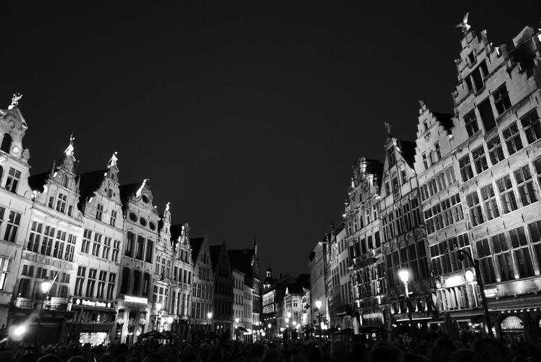 Antwerpen - Grote Markt - Nacht scene van de grote markt te Antwerpen, België.