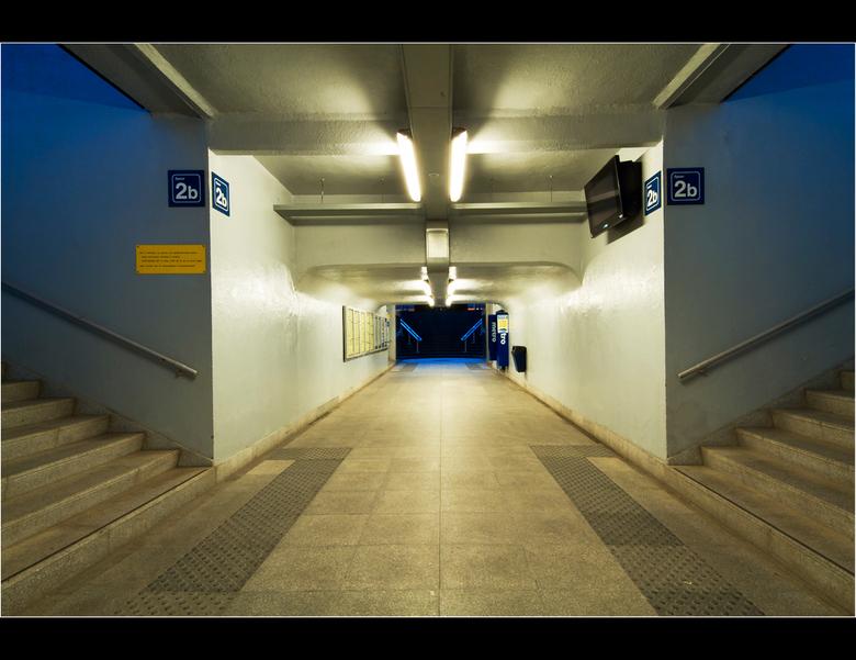 2B - Foto genomen in het treinstation van Kortrijk...Bedankt voor de reactie's op mijn vorige foto.Gr koen
